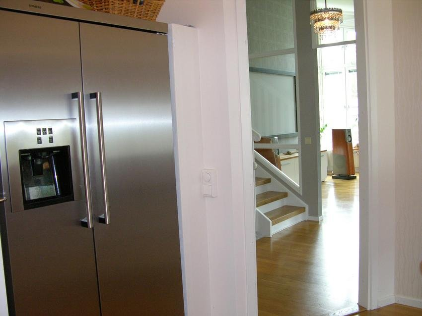 Hmm man kan faktisk se bilden när man står i köket och fyller på is i glaset bra :)