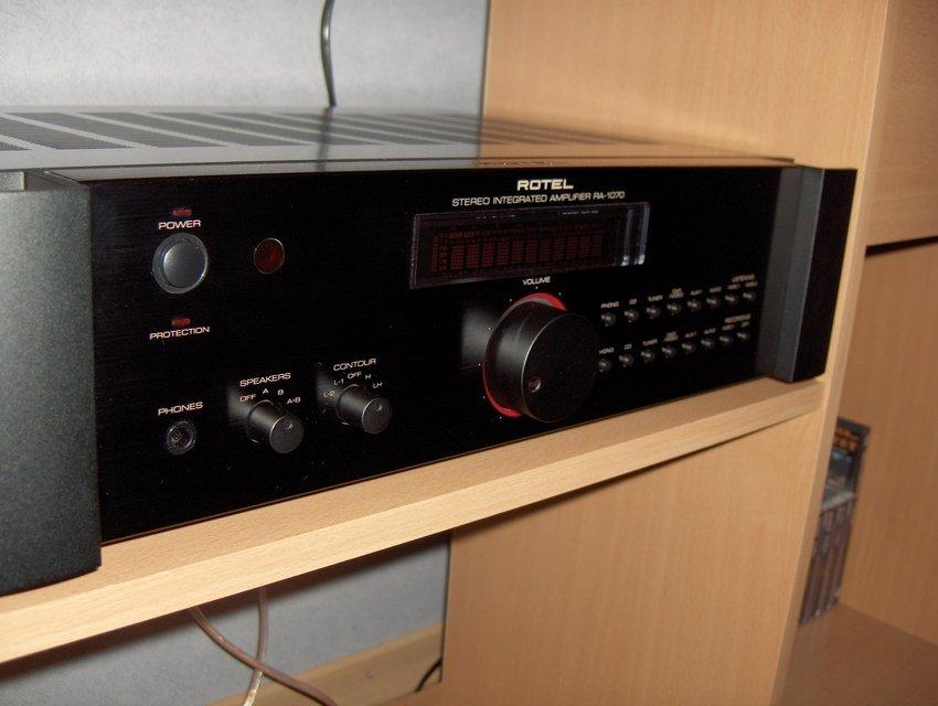 Sommaren -05. Första Stereo-förstärkare jag köpt.
