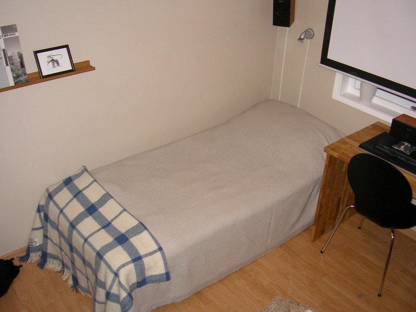 Sängen skön men lite liten.