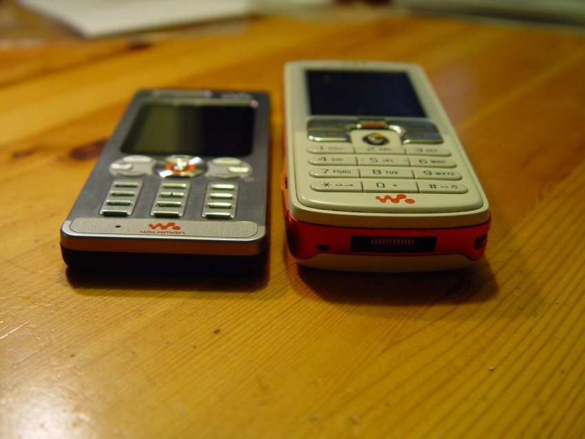 images of sony ericsson w800i mobile phone. Black Bedroom Furniture Sets. Home Design Ideas