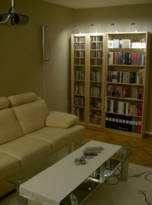 Soffa och soffbord från andra hållet