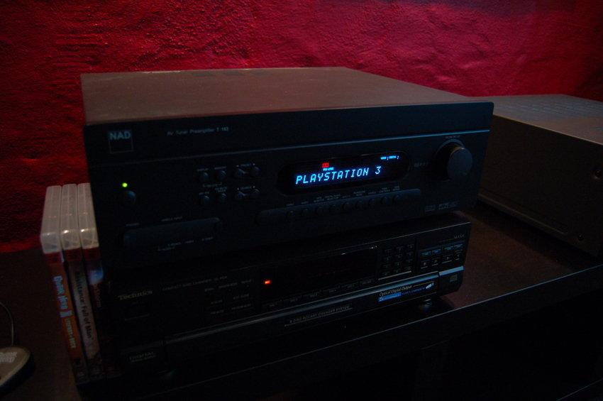 Försteg och en gammal Technics cd-spelare