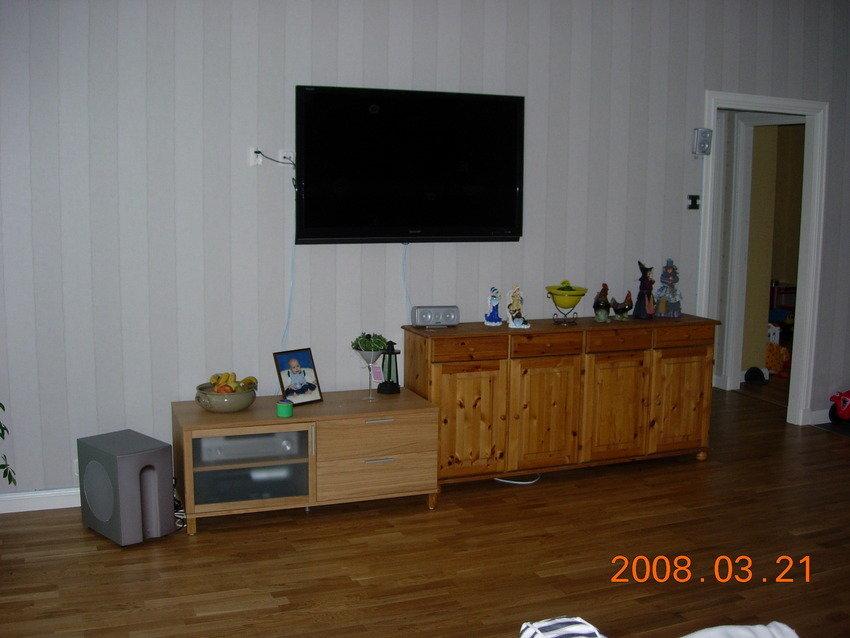 Ny tv-bänk, tyvärr felköp ser jag nu, skulle varit en högre modell.