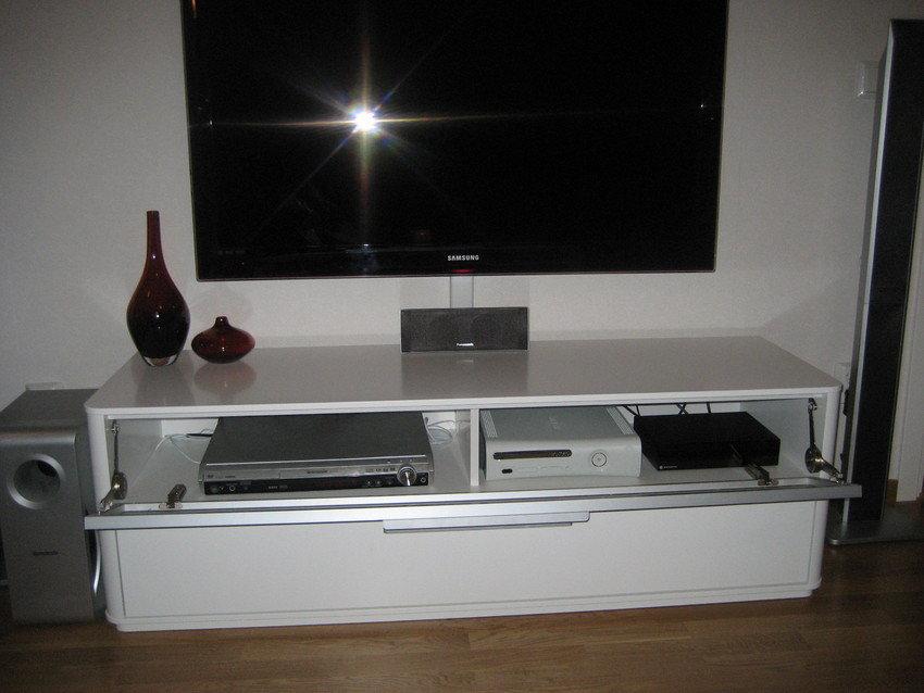 Öppen TV-bänk