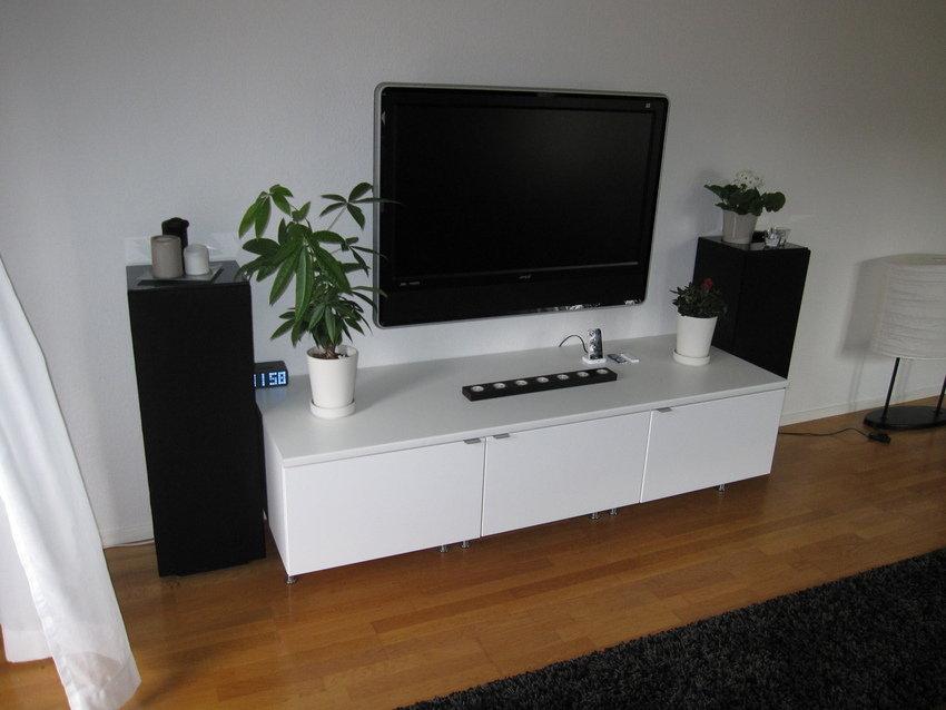 Egensnickrad TV-möbel av IKEA fläktskåp.