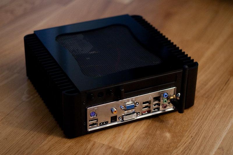 Utgångar och Wifi-antenn