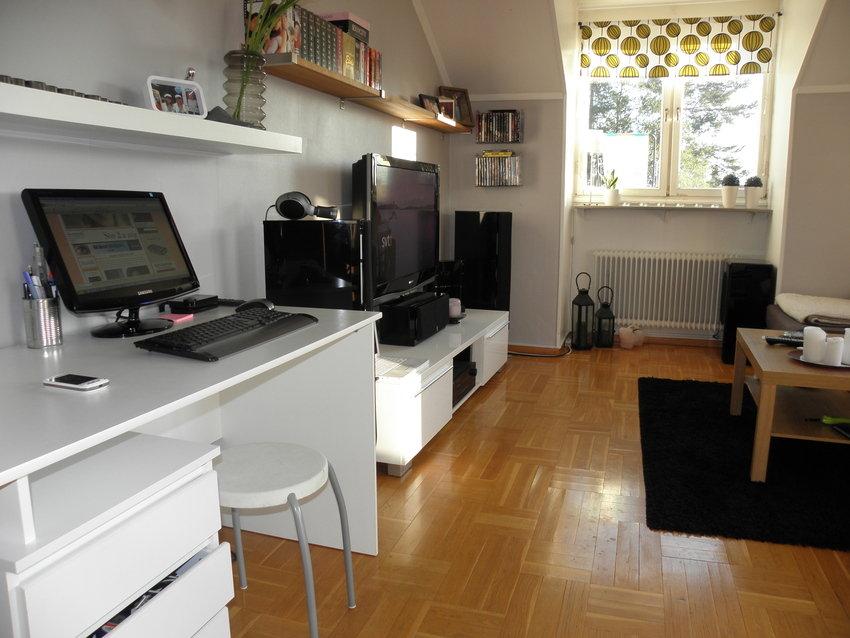 Vardagsrummet innan det nya golvet fixades