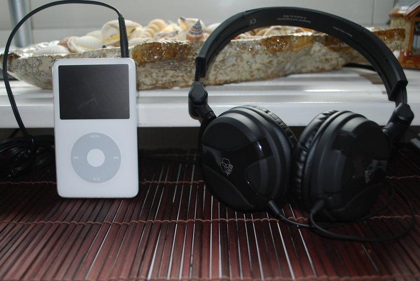 iPod classic 60gb, akg