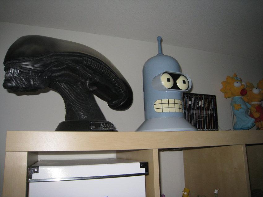 Alien VS Bender!