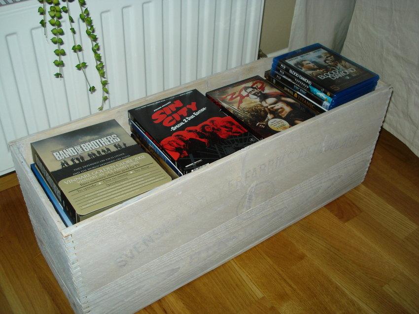 Favoritfilmerna har jag i en vitbetsad sockerlåda.