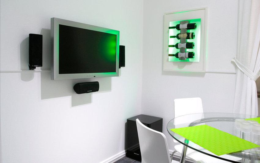Köket. Harman kardon 5.1 och Northern starAluminium tv, 32 LCD.