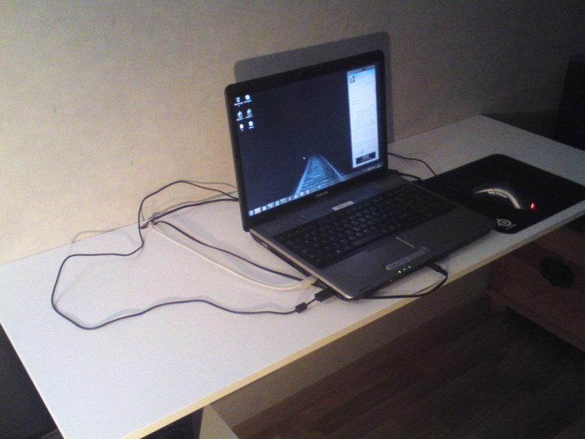 Skrivbord med Maskin.