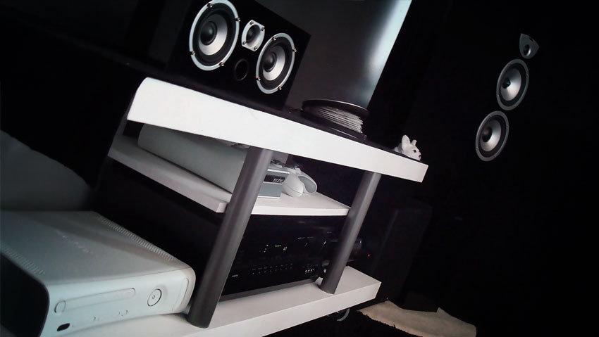 Bio-bänken, mycket svart och vitt