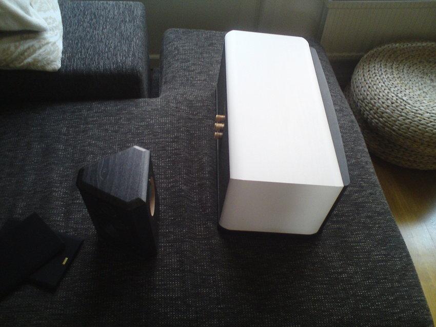 Foliering av center och en surround högtalare
