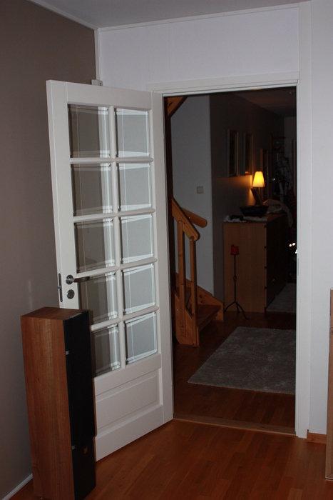 Nya väggen och dörren på plats!