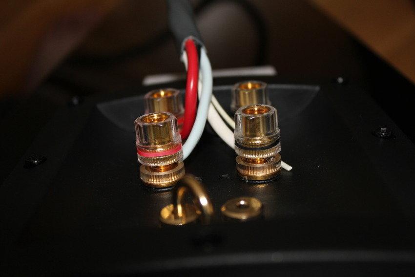 Bi-Wiring med supra 4x4mm^2 -kabel.