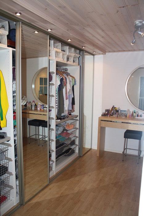 Övervåning - Walk-in-closet (1)