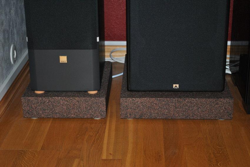 80 mm Granit plattor som står på Sonic Design dämpfötter