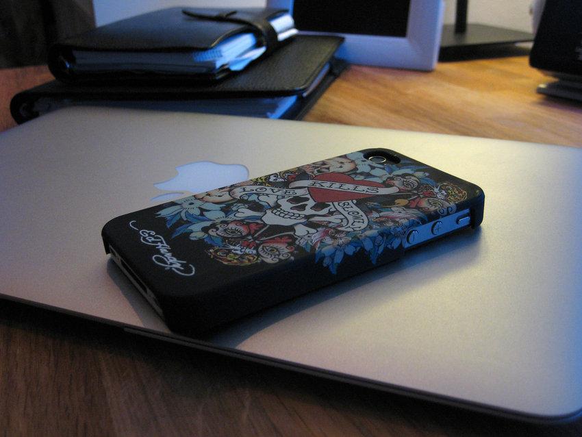Ed Hardy ft. Iphone4