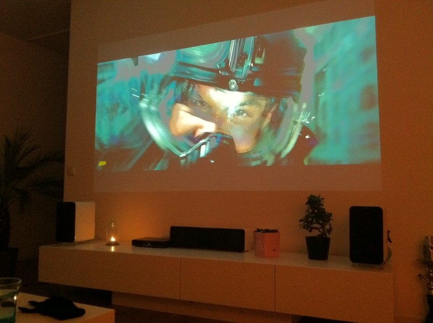 TV bort, projektor in