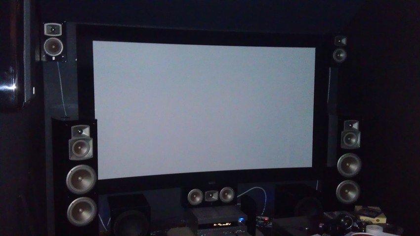 Lägger upp en bild på hur front systemet ser ut, de övriga fyra högtalarna kommer på senare bild