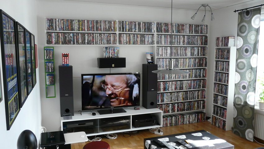 ca 1200dvd och 30 blu-ray + ny tv :-)
