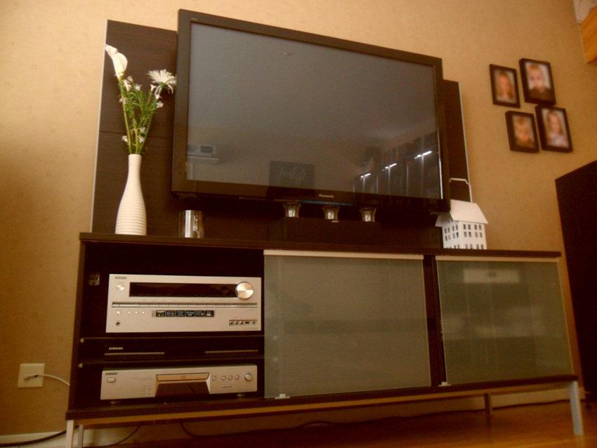 TV (gammal modell ersatt av OLED)