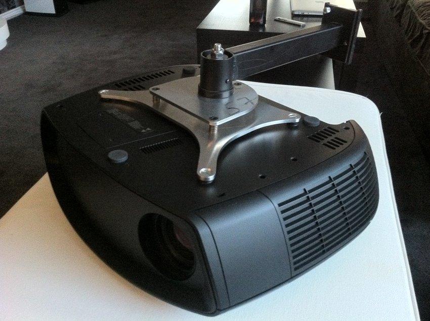 Nytt DIY projektorfäste