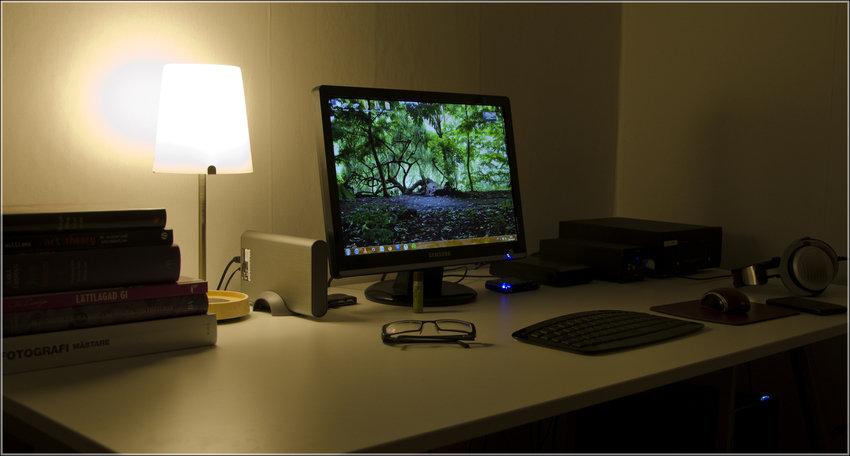 Skrivbordet på kvällen
