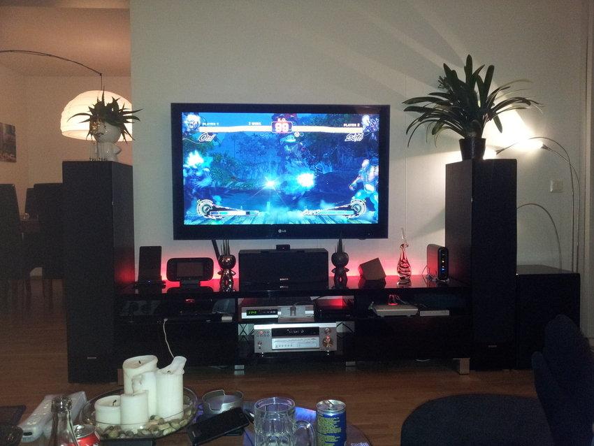 Ännu en bild på setupen med XTZ :) Street fighter 4 spelas flitigt..