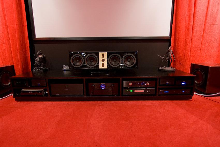 Stereobänk och subbaslådor