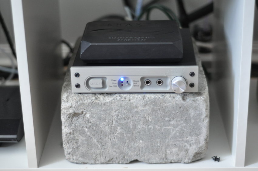 Benchmark DAC1