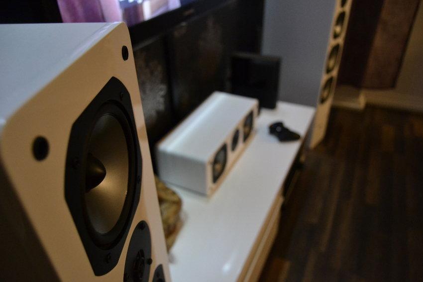 TVbänk o speakers