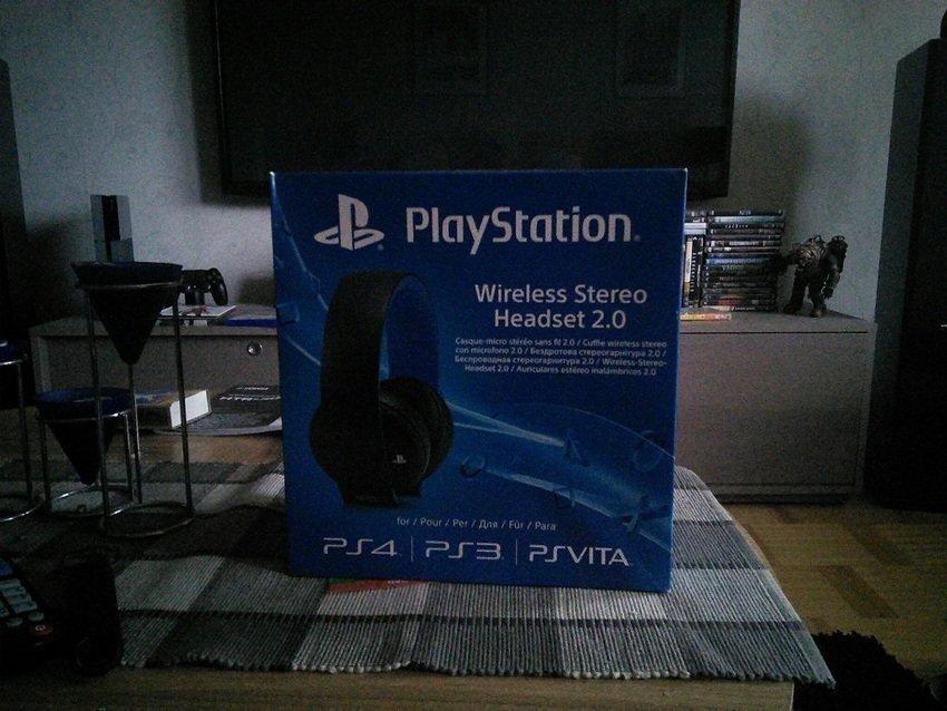 Ett par Sony PlayStation Wireless Stereo Headset 2.0