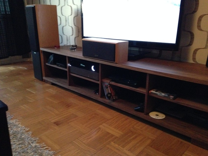 Ny tv bänk på plats