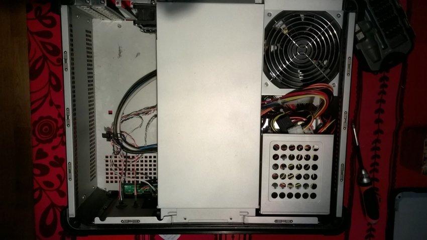 Bild uppifrån på lådan med hyllan för den optiska enheten