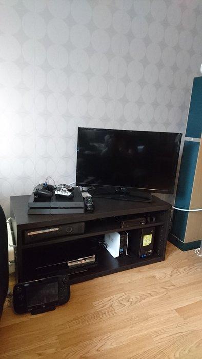 Tv, spelkonsoller och Nasar.