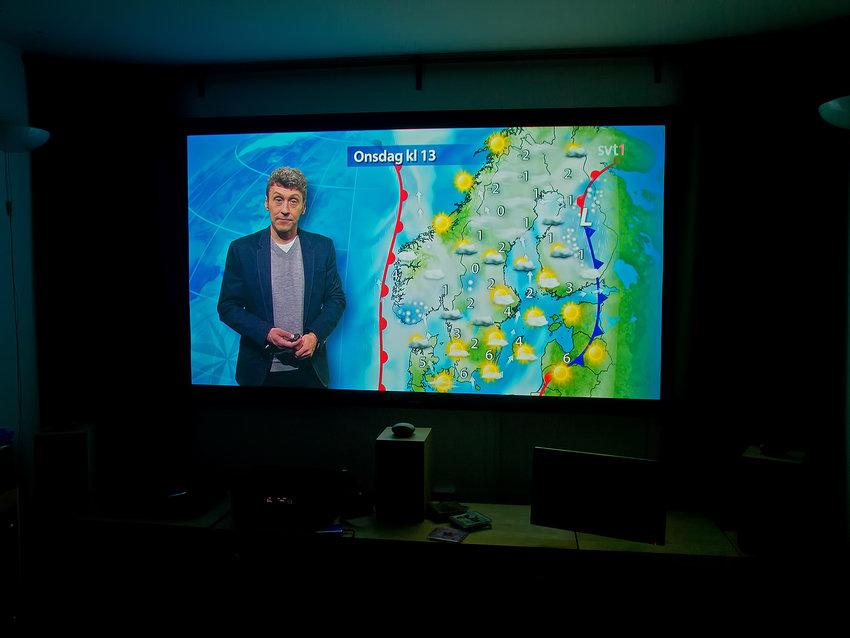 Direktsändning SVT1 720p genom TIVO-digitalbox, duken avmaskad
