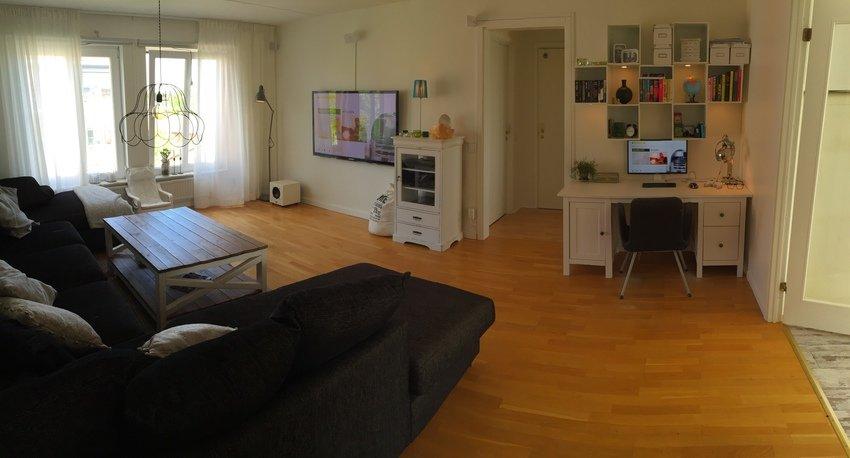 Ljusare panorama över rummet