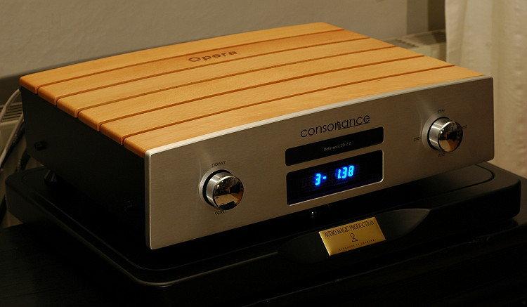 cd-spelaren står på BDR-koner och en basplatta från Audio Magic