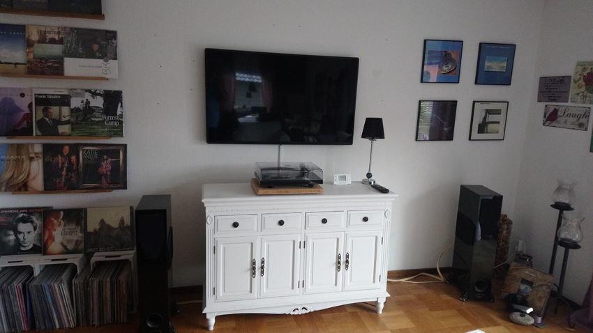 Vardagsrum med TV och Stereo