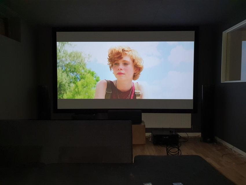 Första filmen i biosalongen!