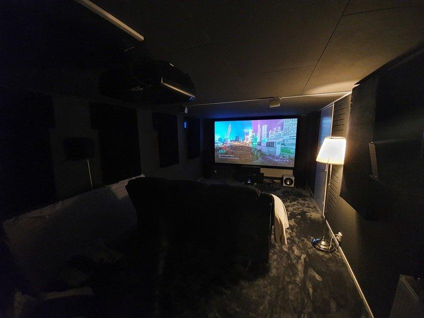Filmpremiär i nya soffan!