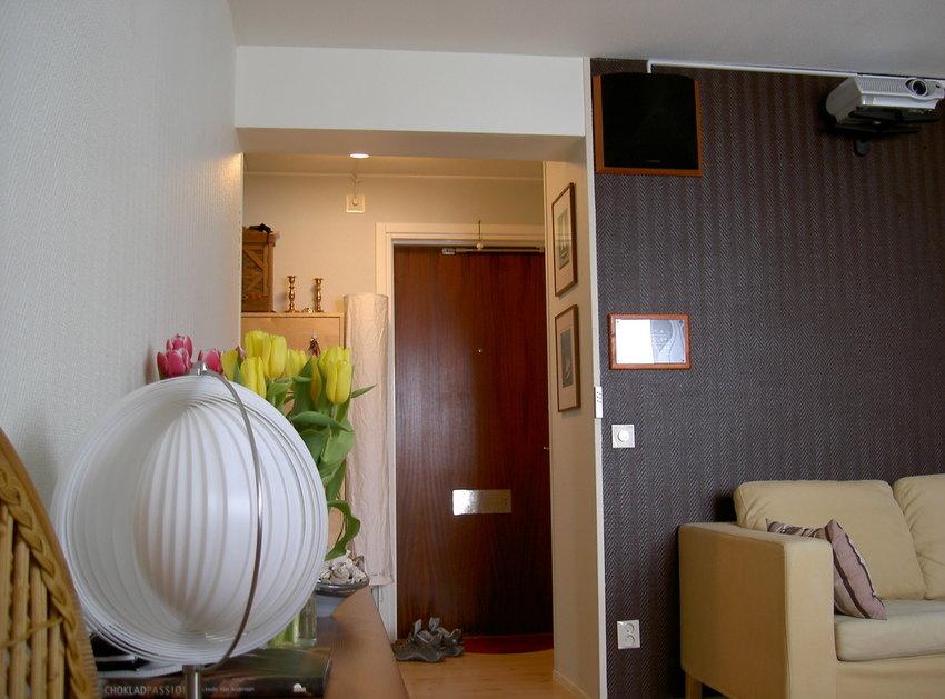 Rummet i en serie bilder, panorerat från vänster till höger. Foto position; höger front.