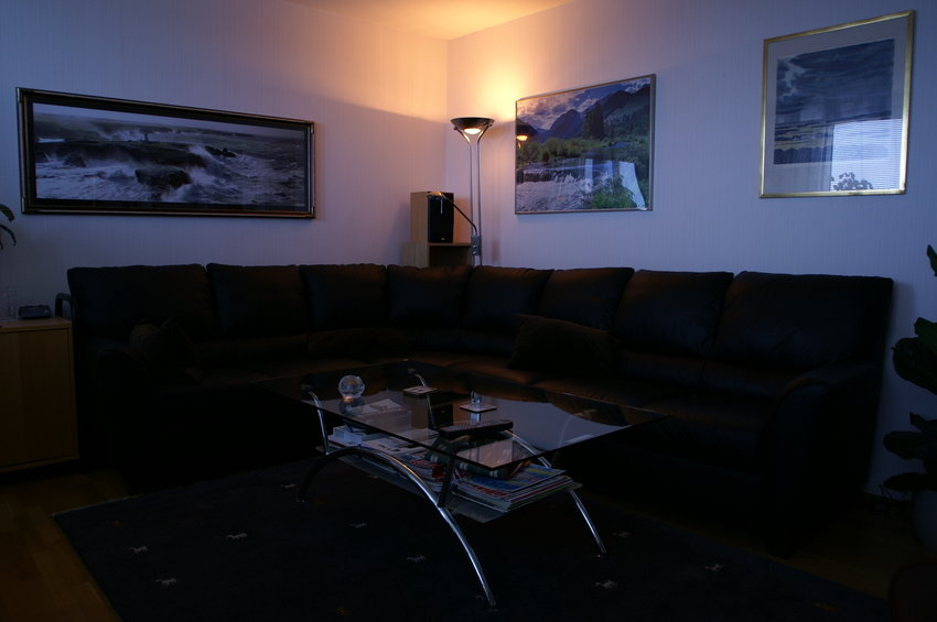 Soffa i mysbelysning