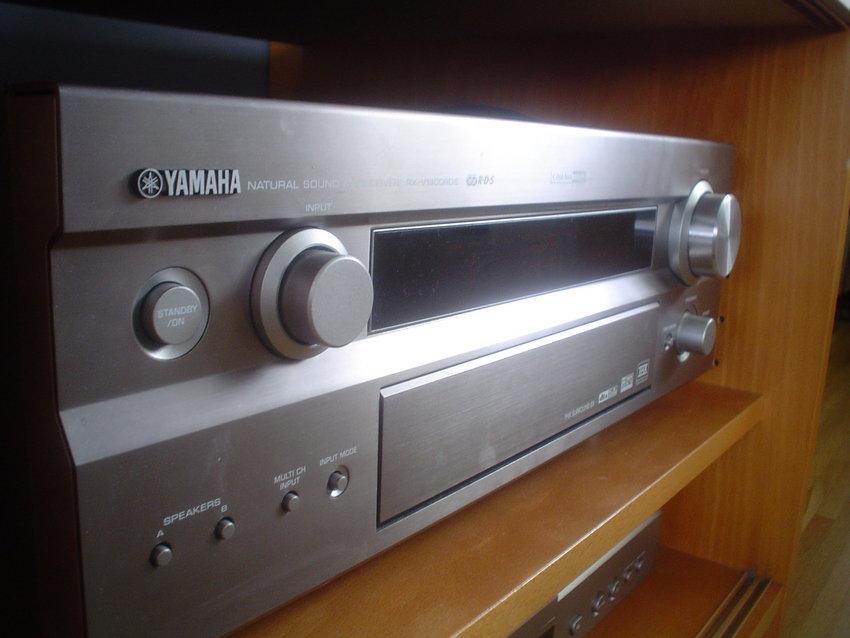 Närbild på Reciever Yamaha RX-V1400RDS