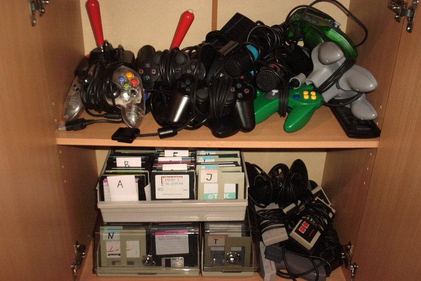 Alla handkontroller och SNES-spelen...