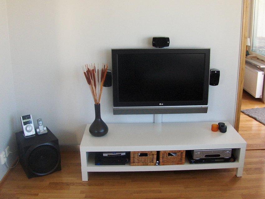 Kabelskena från Clas Ohlson & TV-bänk från IKEA